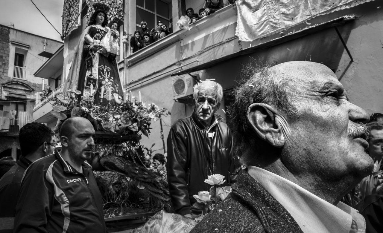 Emanuela Borrelli, Riti religiosi Motivo di incontro socialità e devozione, Pagani (Sa) (4)