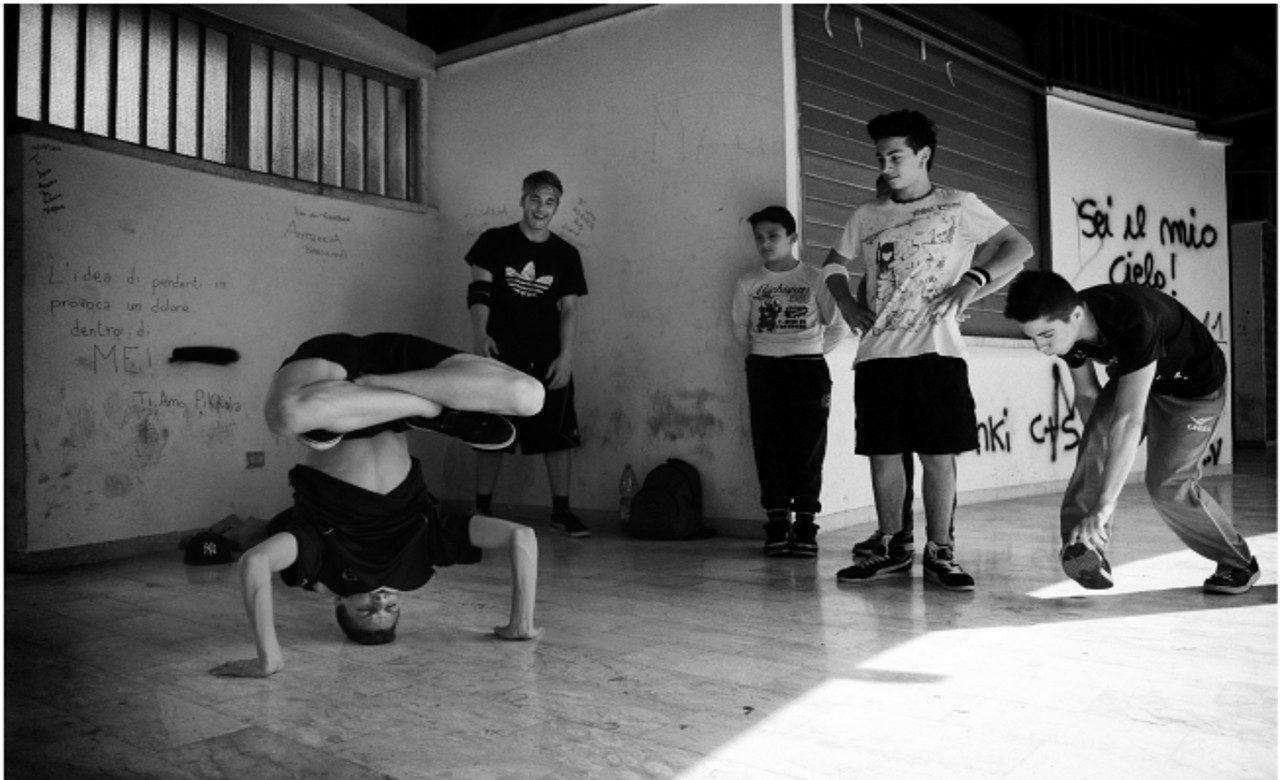 Giovani breaker in villa comunale, Napoli, Gaetano Massa