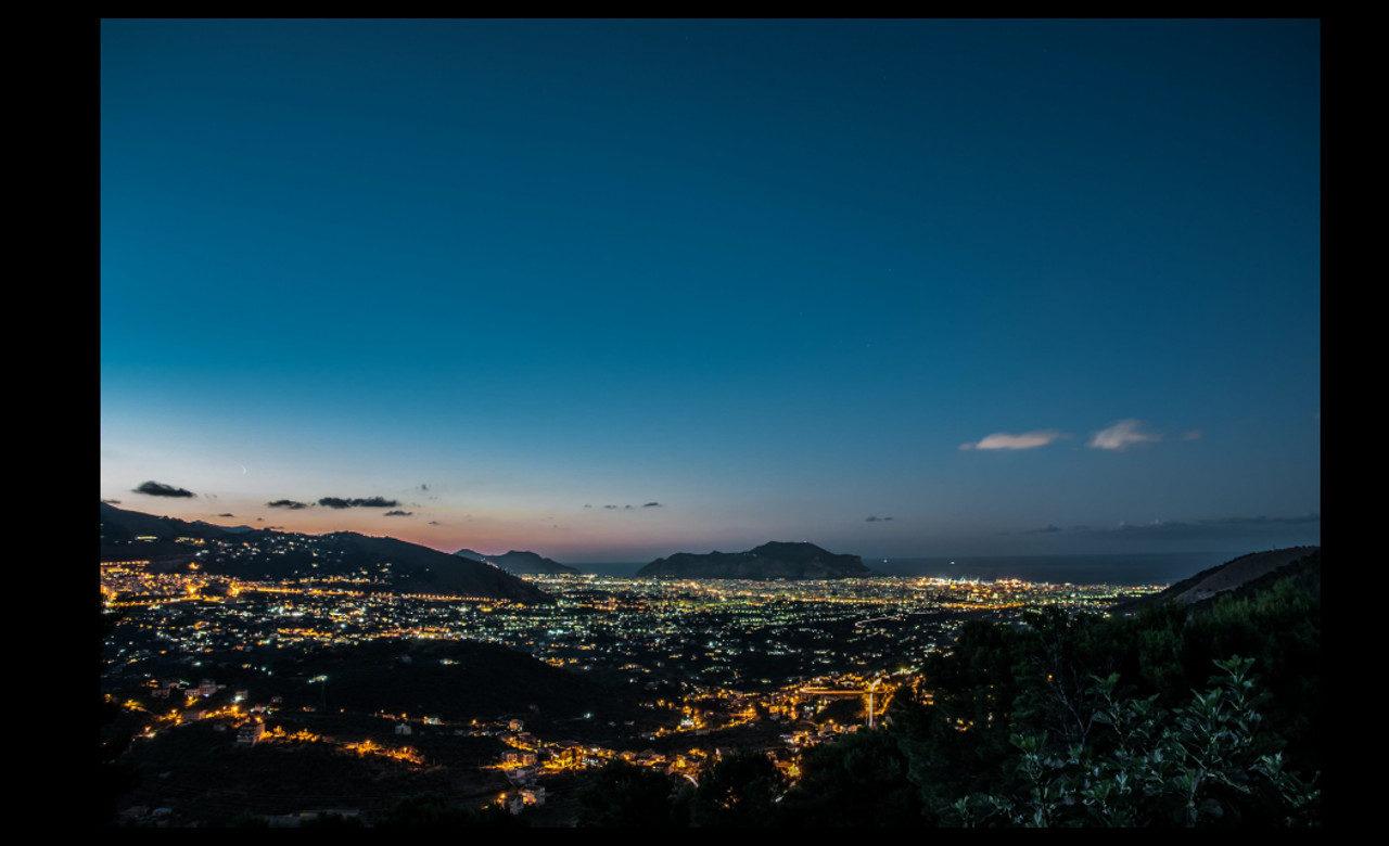 La città di Palermo con la sua estensione sino al Monte Pellegrino, vista dal paese di Altofonte, Angelo Lodetti
