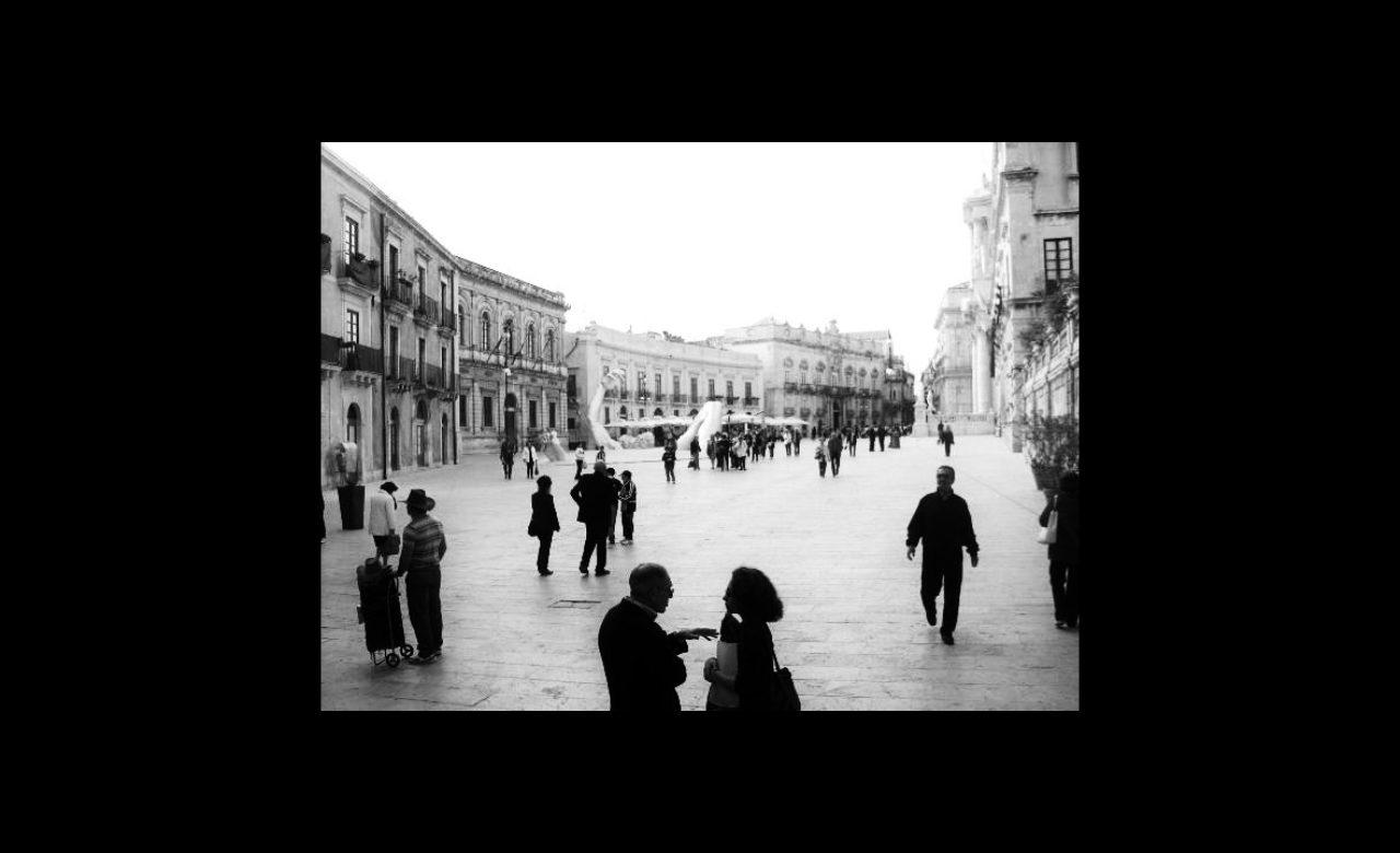 Maria Eugenia Rinaudo Mannucci, Abbraccio di gente, Siracusa