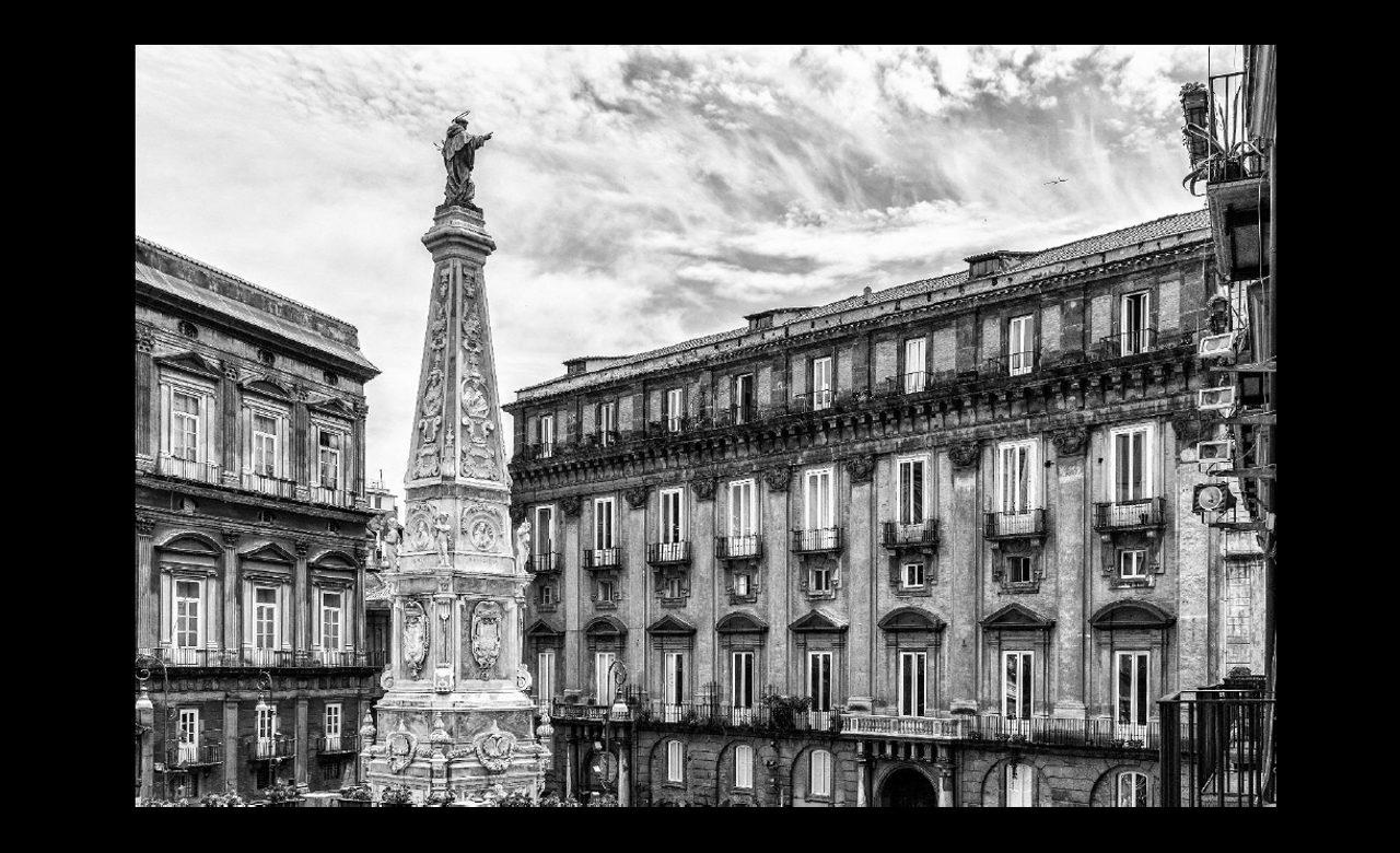 Piazza San Domenico Maggiore, Napoli, Luigi Ricchezza