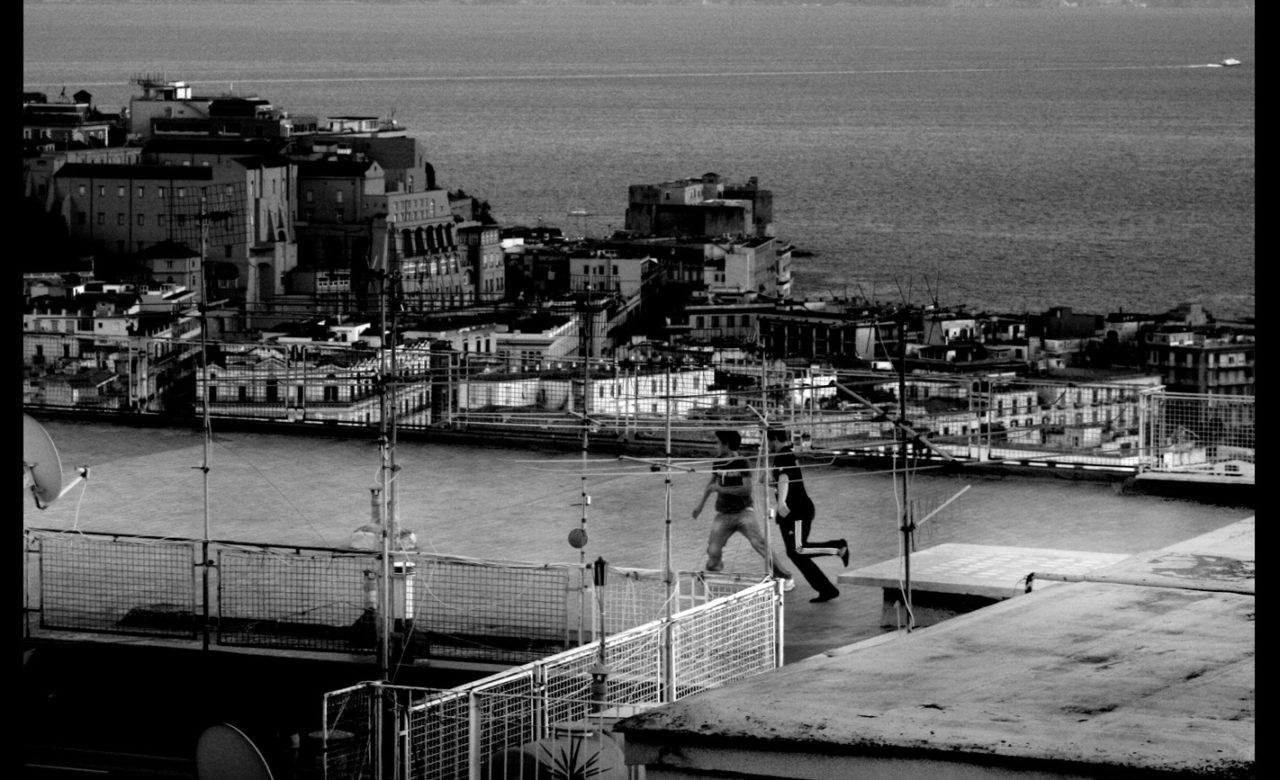 Simona Salmieri, Sfida sui tetti, Napoli