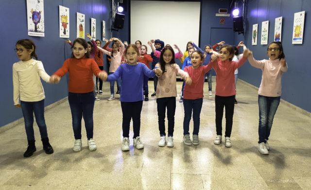 Foto di alcuni elementi del coro della comunità educante evoluta zisa danisinni in occasione di un video girato da rai ragazzi_di Rossella Puccio